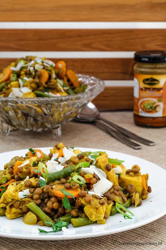 Linzen met gele curry, kip en groente - Vullende en makkelijke maaltijd met de verwarmende smaken van een echte Thaise curry. Vol groente en peulvruchten.