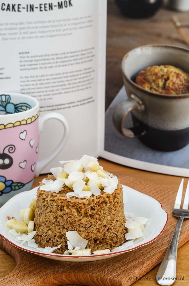 Mugcake - Makkelijk ontbijtrecept van banaan, ei en havermout. Extra lekker door de toegevoegde speculaaskruiden. Wanneer ontbijt jij met deze warme cake?