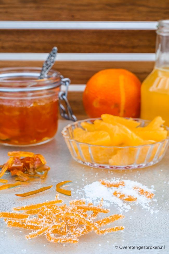 Gekonfijte sinaasappelschilletjes - Heerlijk om zo te eten, in chocolade te dippen of te gebruiken in brood, gebak en desserts.