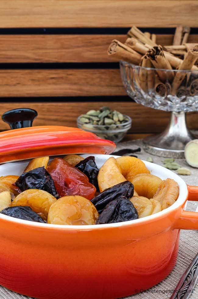 Tutti frutti - Gedroogd fruit in een heerlijke saus met smaakvolle specerijen. Kan zowel warm als koud worden gegeten. Lekker als bijgerecht of dessert.