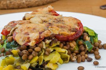 Linzen met prei, tomaat en kaas