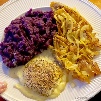 Gebakken mini brie met witlof en paarse aardappel
