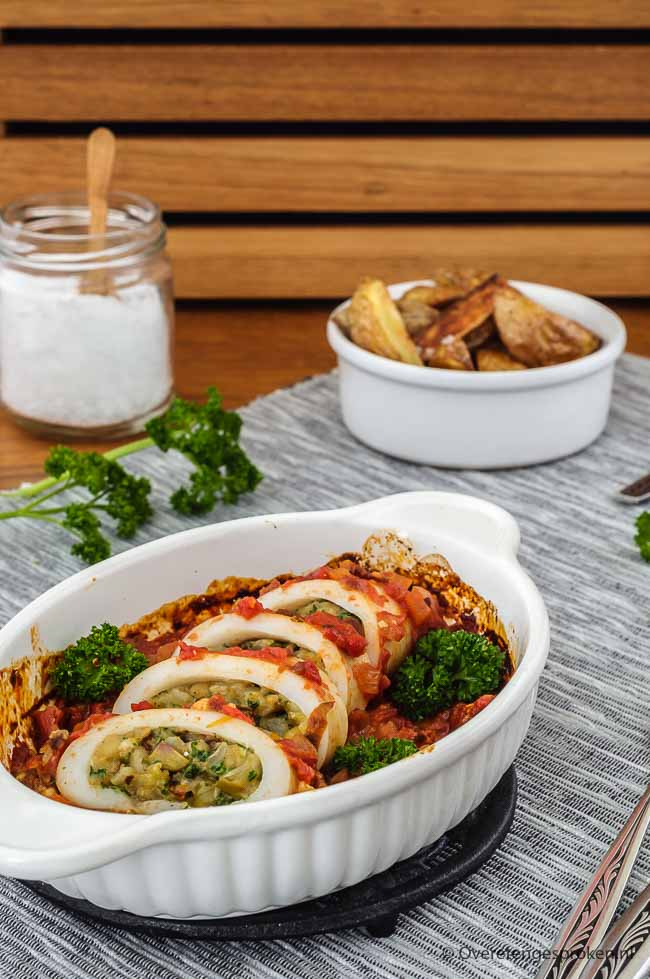 Gevulde pijlinktvis op Italiaanse wijze - Verrassend lekker stukje vis gevuld met onder meer olijven, zongedroogde tomaten, Parmezaanse kaas en peterselie.