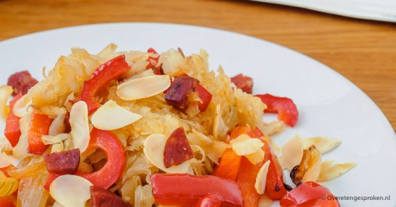 Zuurkoolschotel met rösti, paprika en chorizo van Ekomenu