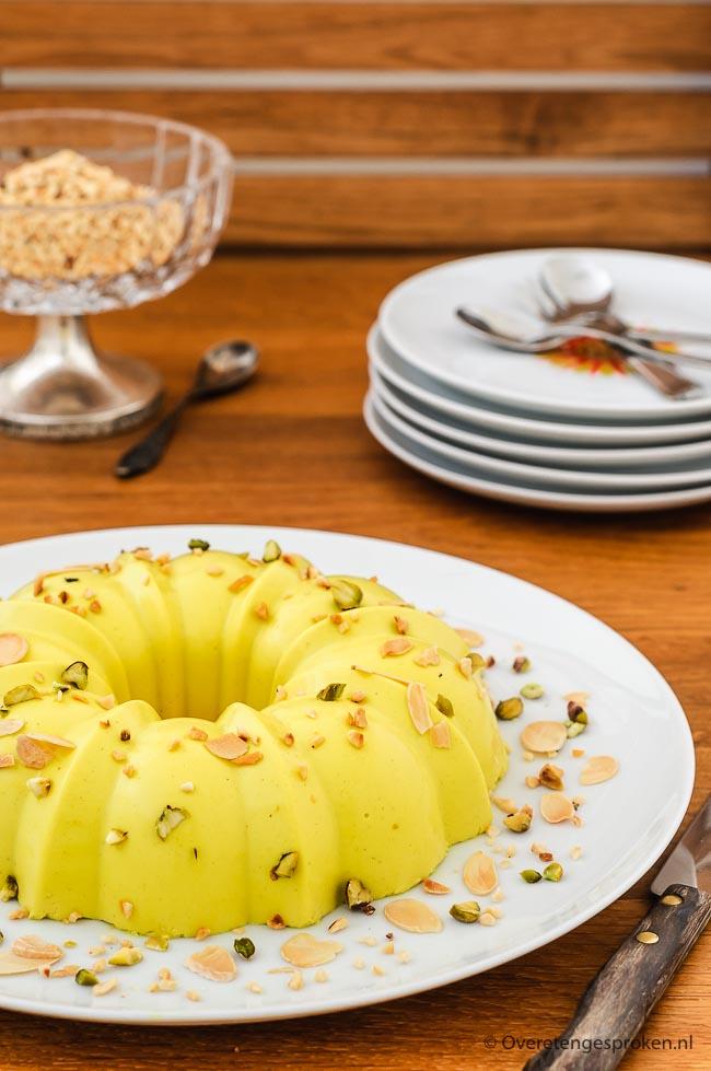 Golden panna cotta - Heerlijke variatie op de standaard vanille panna cotta. Zacht van smaak met een mooie gele kleur. Uitsluitend gezoet met honing!