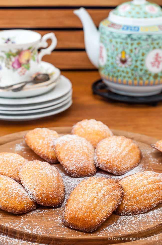 Madeleines - Smaakvol en delicaat Frans cakeje in de vorm van een schelp. Extra lekker door amandelmeel en beurre noisette. Verassend makkelijk te maken!