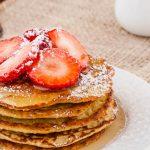 Pancakes met havermout en banaan - Feestelijk en toch heel makkelijk ontbijtje vol granen, vezels, eiwitten en vers fruit.