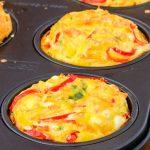 Ontbijtmuffins met goente en feta - Vullende, hartige muffins die ideaal zijn als ontbijt, lunch of snelle snack. Makkelijk te maken, erg lekker!