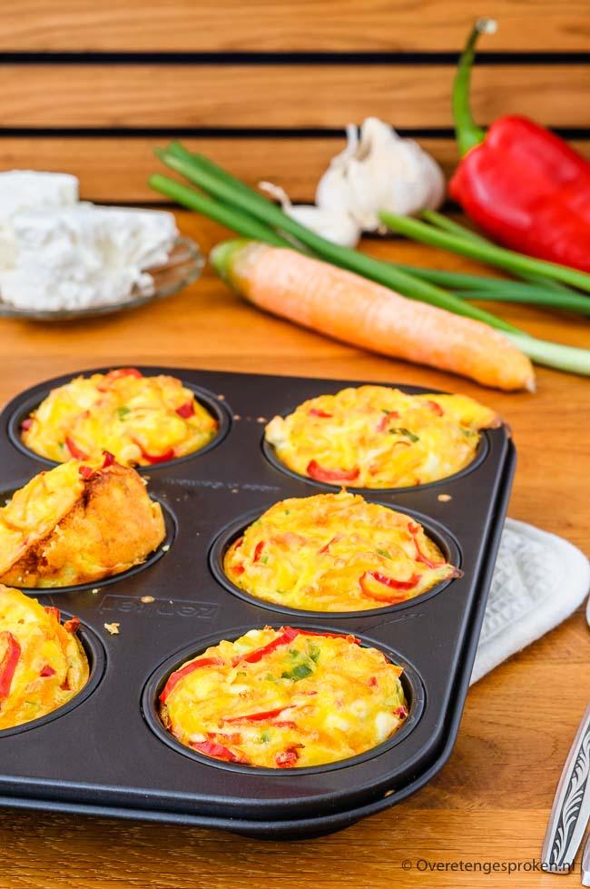 Ontbijtmuffins met groente en feta - Vullende, hartige muffins die ideaal zijn als ontbijt, lunch of snelle snack. Makkelijk te maken, erg lekker!