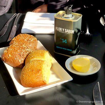 Restaurant De Roode Leeuw - verse broodjes bij het aperitief