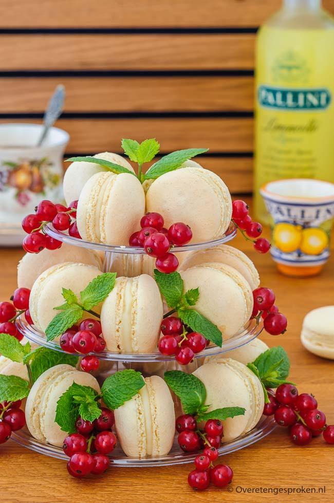 Macarons gevuld met citroenganache - Overheerlijke macarons met een friszure vulling van vers citroensap en witte chocolade. Recept uit Gwenn's Bakery.
