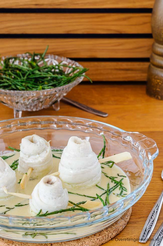 Scholrolletjes met beurre blanc en zeekraal - Tongstrelend gerecht van zachte scholfilet in een volle botersaus met witte wijn en Noilly Prat. Heerlijk!