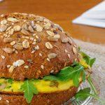 Broodje omelet met oesterzwammen - Broodje omelet met oesterzwammen - Lekker en makkelijk lunchgerecht dat je snel om tafel hebt staan. Vers broodje, wat te drinken en genieten maar...