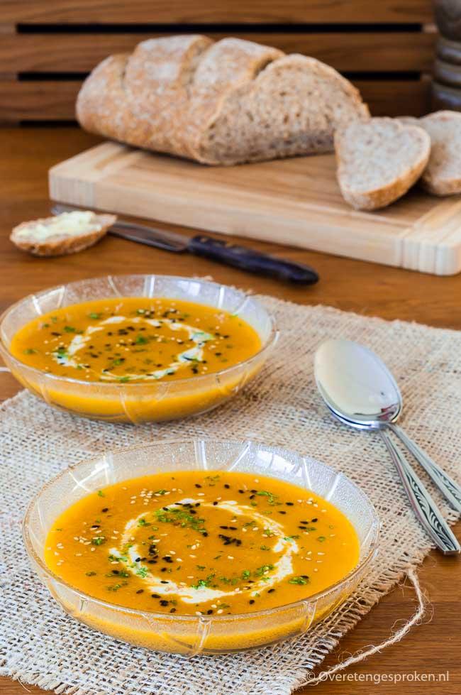 Wortelsoep met verse gember - Heerlijk vullende soep met het zoete van wortel, het verwarmende van verse gember en de subtiele smaken van vadouvan kruiden.