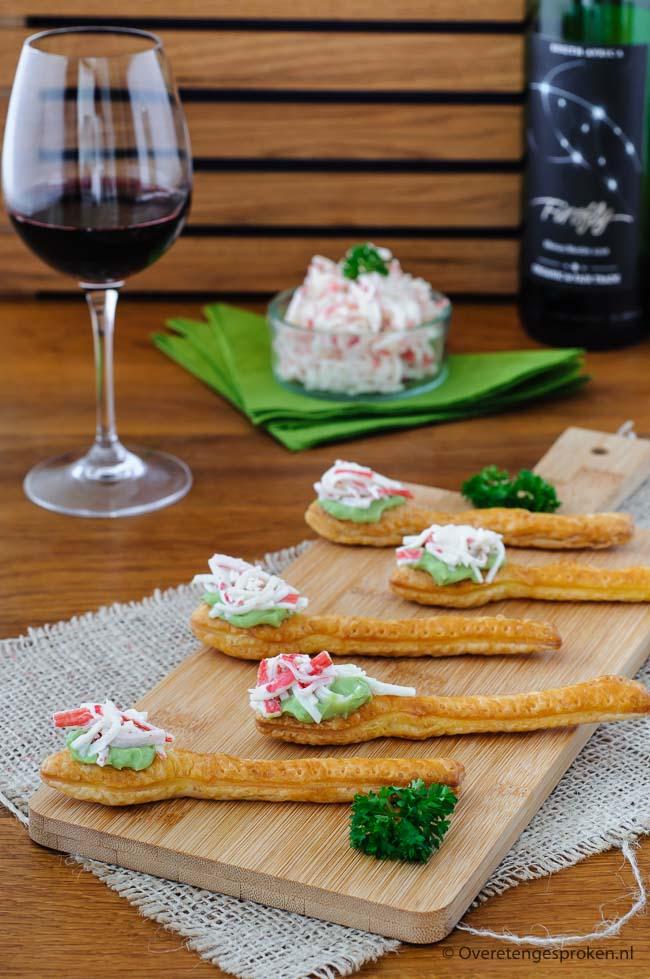 Amuse met avocadocrème en krabsalade - Smakelijke en feestelijke amuse waar je indruk mee maakt. Makkelijk voor te bereiden.