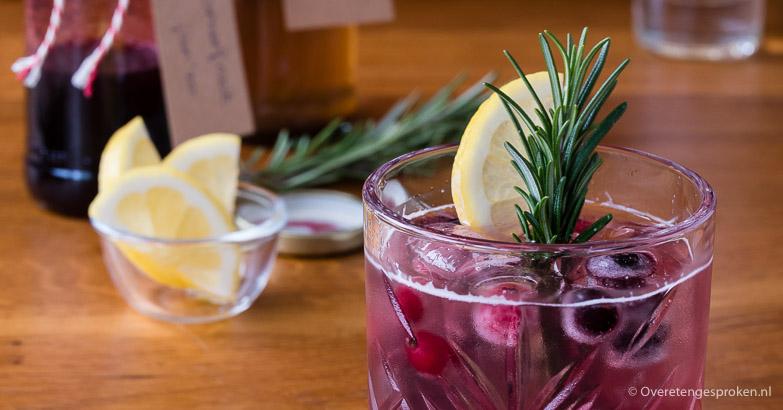 Mocktail van zomerfruit en gember