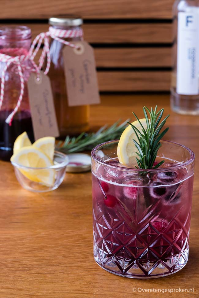 Mocktail van zomerfruit en gember - Alcoholvrije cocktail met het zoete van zomerfruit, het frisse van gember en het verwarmende van 5-spice specerijen.