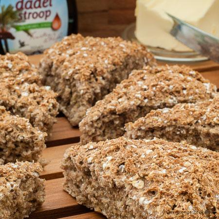 Voorbeelden van gistbrood zijn: focaccia, bagels, uienkruier, kaas-uien breekbrooden kaiserbroodjes.