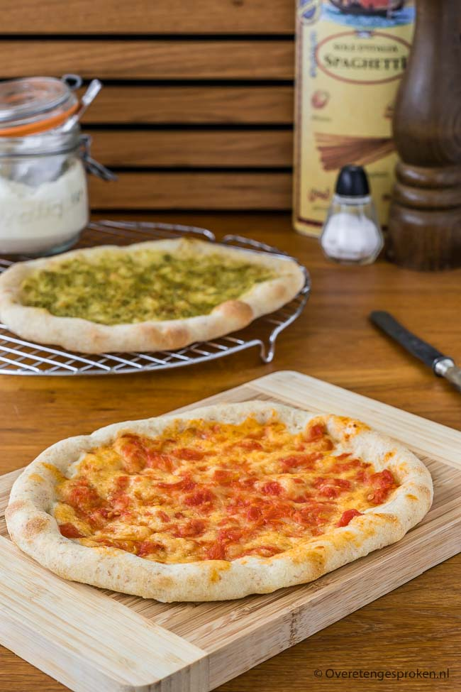 Pizzabodem met desem - Knapperige en crunchy pizzabodems maken zonder te kneden? Met dit recept maak jij voortaan thuis de allerlekkerste pizza's.