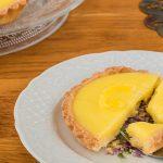 Citroen tartelettes - Brosse gebakjes gevuld met een romige, friszure citroenvulling. Deze wil je proeven!
