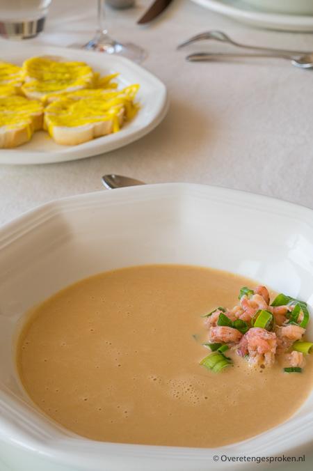 Kreeftensoep met Hollandse garnalen en croutons met rouille