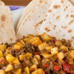Costa Ricaanse picadillo de papa - Kleurrijke maaltijd die zowel warm als koud erg lekker smaakt. Je waant je even in Latijns-Amerikaanse sferen.