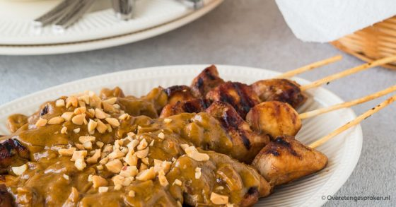 Snelle satésaus met pindakaas en soto kruiden