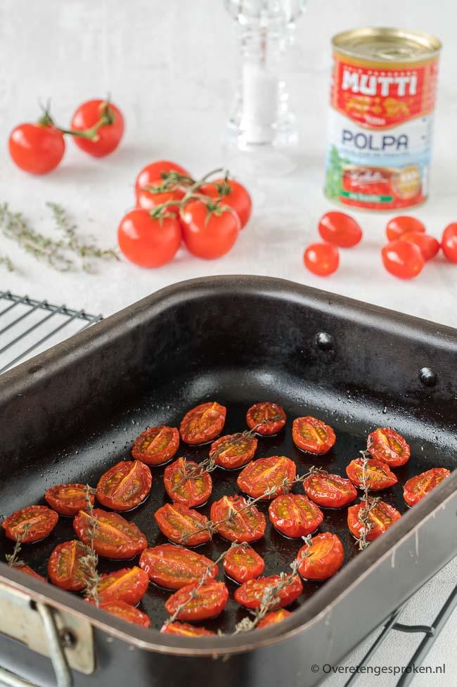 Ovengedroogde tomaatjes - Semi gedroogde tomaatjes maak je voortaan heel makkelijk zelf. Leuk om te doen en veel lekkerder dan uit de winkel.