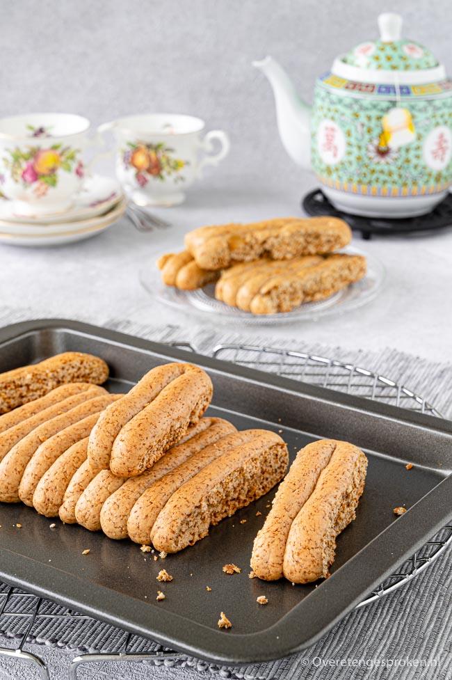 Texelse korstjes met gember en naturel - Gemaakt volgens authentiek recept. Lekkerder dan taai taai en ontbijtkoek en heel leuk om te maken!