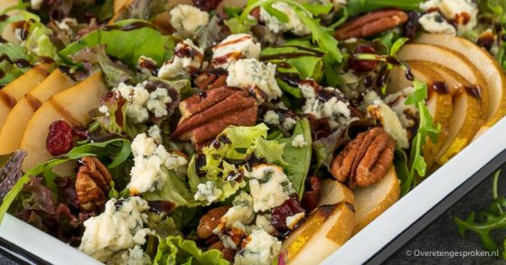 Salade met peer, Danish blue en pecannoten