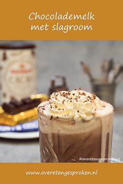 Chocolademelk met slagroom - De lekkerste chocolademelk maak je zelf. Met cacaopoeder of echte chocolade. Hoe? Dat lees je in dit recept!