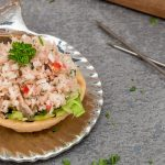 Mas uni of tonijnsalade uit de Malediven - Verrassend fris, een beetje pit van een pepertje en het knapperige van geraspte kokos. Dit wil je!