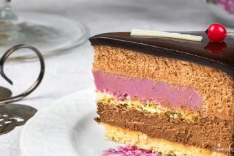 Chocolademousse taart met cremeux van rood fruit