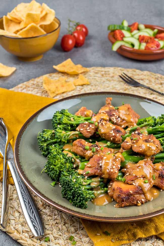 Miso kip met bimi - Sappige en heerlijk malse stukjes kipvlees met een marinade om je vingers bij af te likken. Dit wil je proeven!