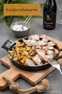 Kaiserschmarrn - Luchtige stukjes pannenkoek met een frisse appelcompote en rijkelijk bestrooid met poedersuiker. Echt even genieten!
