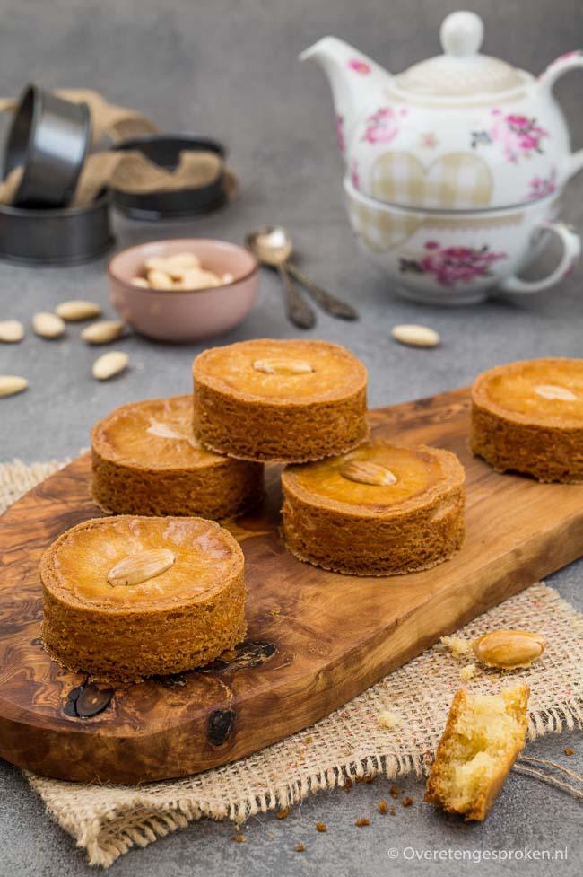 Rondo's - Roomboter koeken gevuld met amandelspijs. Met dit fijne recept maak je ze voortaan zelf! Ga snel aan de slag en geniet...