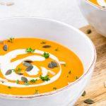 Zoete aardappelsoep - Snelle en makkelijke soep boordevol groente. Ga aan de slag en geniet van deze lekkere soep. Echt je wilt 'm proeven!