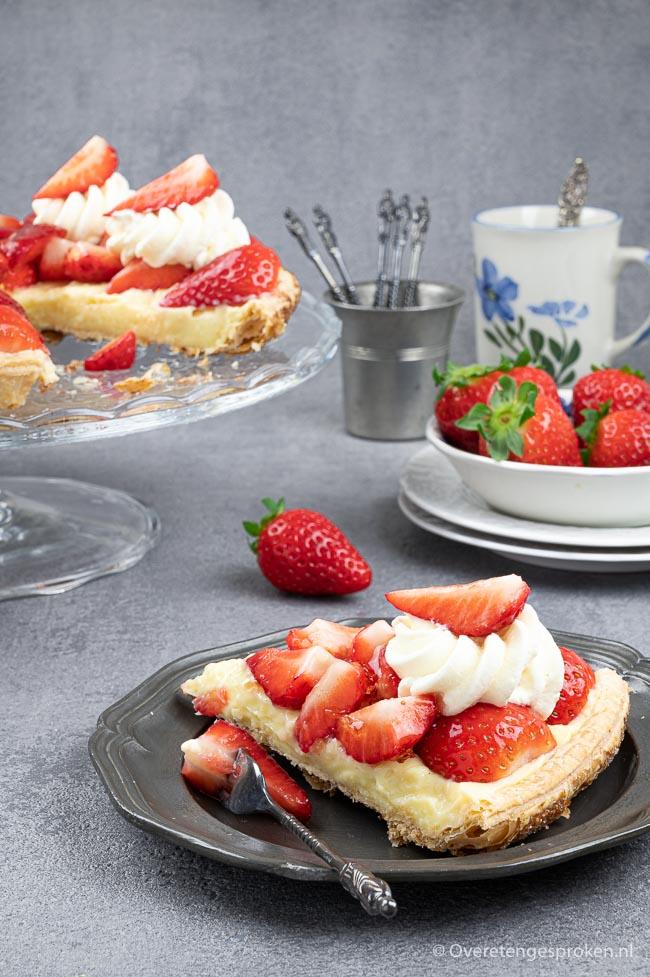 Aardbeienschelp - Hollandse aardbeien op een bodem van krokant bladerdeeg en fluweelzachte banketbakkersroom. Proef je het al? Maak 'm ook...