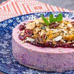 Ontbijttaartjes van yoghurt en granola - Voedzaam en gezond ontbijten met taartjes vol fruit en granen. Super lekker en heel feestelijk!