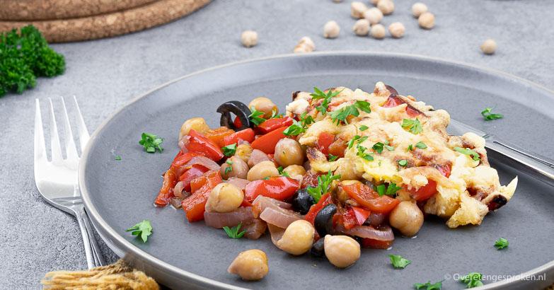 Ovenschotel met kikkererwten, paprika en kaas