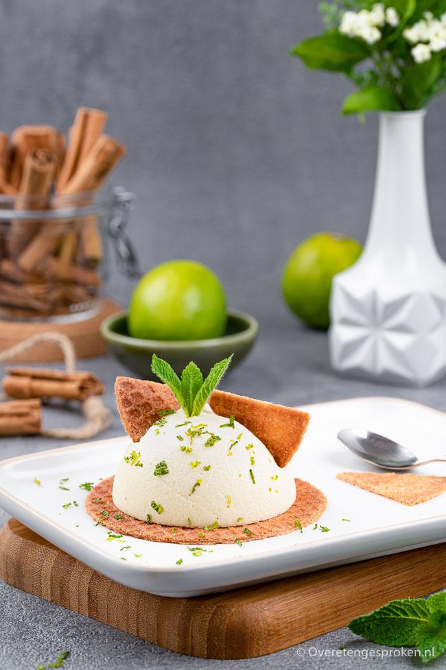 Kaneelparfait met gemberwafel, limoen en munt - Zacht, zoet en romig dessert met frisse hinten van munt en limoen. Maak het ook en geniet!
