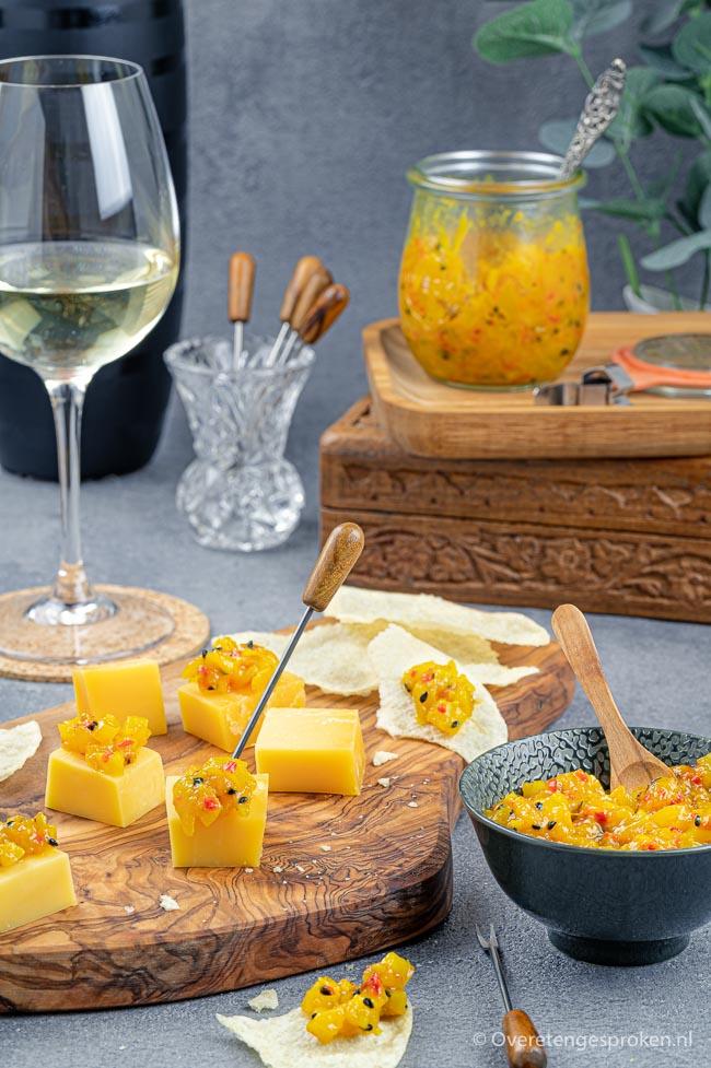 Mangochutney - Authentiek recept dat niet kan mislukken. Maak het zelf en laat je verrassen door de pure smaken. Lekker met (oude) kaas.