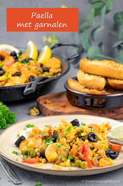 Paella met garnalen - Spaans gerecht van rijst en groente. Voor een authentieke smaak gebruik je gerookt paprikapoeder en saffraan. Smullen!