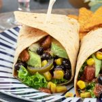 Mexicaanse lunch wrap - Kleurrijke en voedzame lunch die snel op tafel staat. Naar keuze maak je ze meer of minder spicy. Geniet ervan!