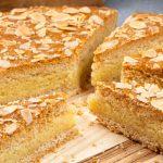 Hoornderring - Typisch Texelse lekkernij van koek, amandelspijs en specerijen. Met dit recept maak je 'm zelf. Een must om geproefd te hebben!