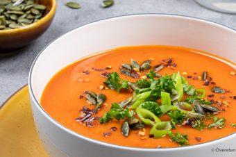 Geroosterde paprika-pompoensoep met gember