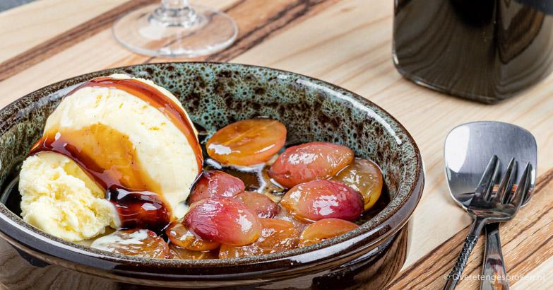 Vanille-ijs met warme druiven en PX sherry siroop
